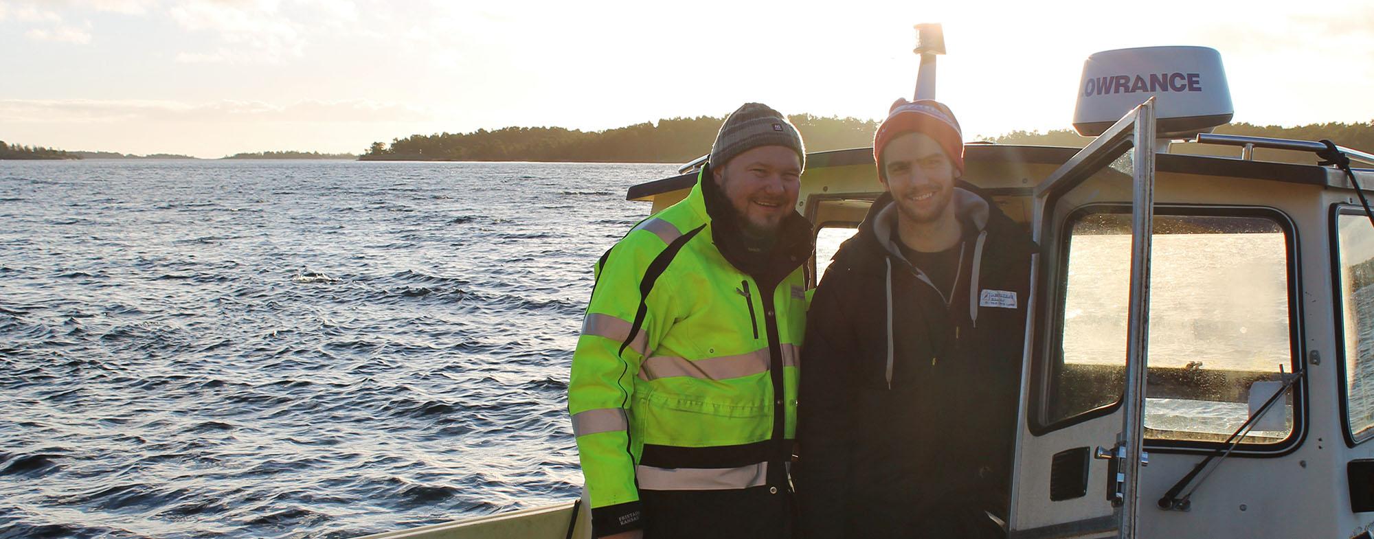 Två medarbetare på båt